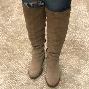 Tall suede Born boots